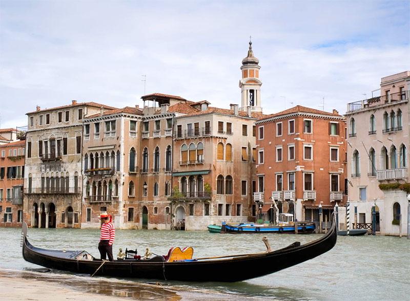 Венеция на сваях из лиственницы